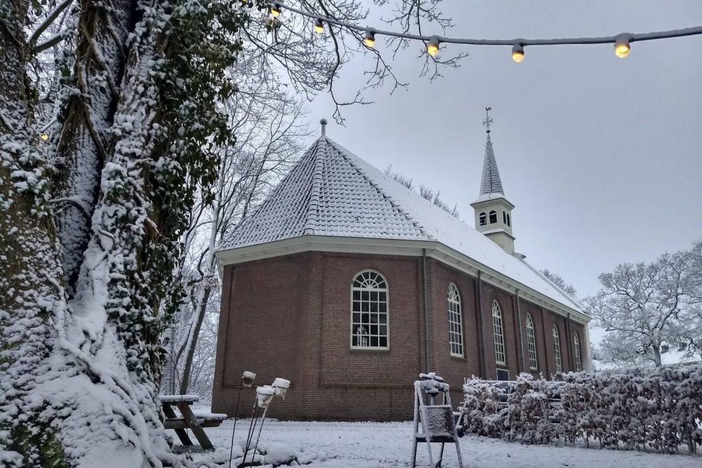 Kerk sneeuw